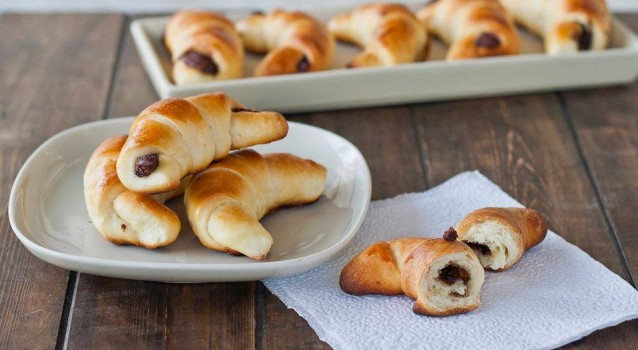 croissants brioch s fourr s au nutella recette special. Black Bedroom Furniture Sets. Home Design Ideas